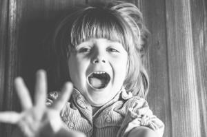 Fotografia dziecięca, sesja studyjna, portret czarno - biały