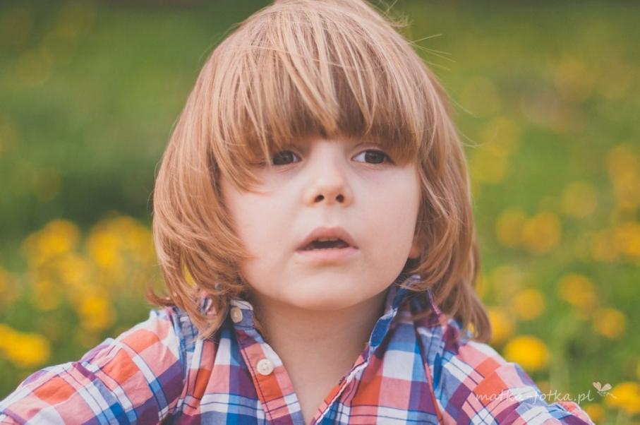 Fotografia dziecięca, wiosenna sesja plenerowa, portret